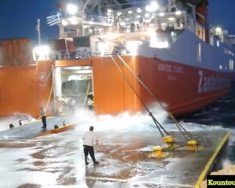 Μάχη με τον γαρμπή δίνει ο καπετάνιος του Δ. ΣΟΛΩΜΟΣ για να δέσει στο λιμάνι της Σικίνου
