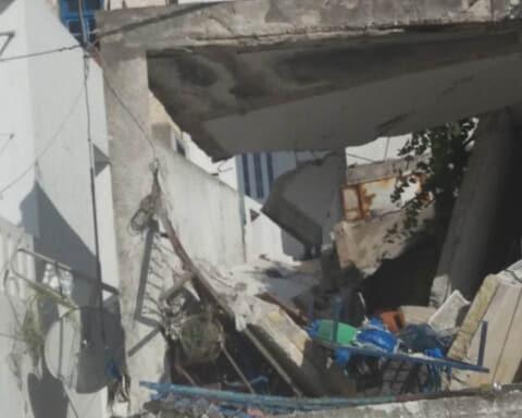 """Σφοδρή έκρηξη στην Κωμιακή Νάξου, """"κατεδάφισε"""" σπίτι και τραυμάτισε σοβαρά 64χρονο"""