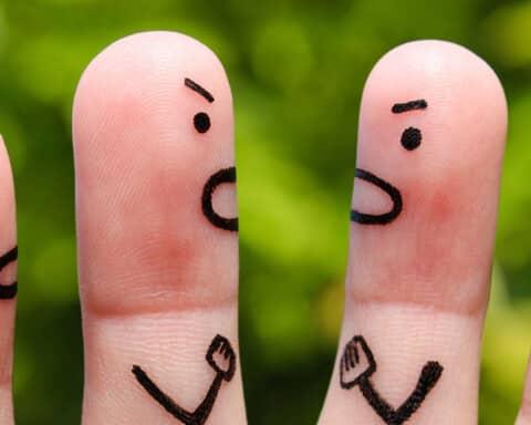 Ρούλα Μπράουν: Δεν είναι δυνατόν να τσακωνόμαστε με έναν καλό φίλο γιατί έχουμε διαφορετικές απόψεις!