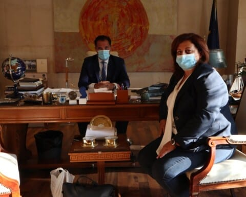 Η δήμαρχος Φολεγάνδρου συναντήθηκε με τον Άδωνη για το Αλιευτικό καταφύγιο του νησιού