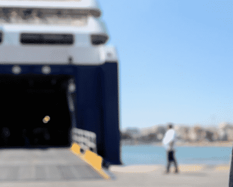 Σε ξενοδοχείο καραντίνας στην Αθήνα οι 24 Γάλλοι μαθητές-επιβάτες του Blue Star Delos