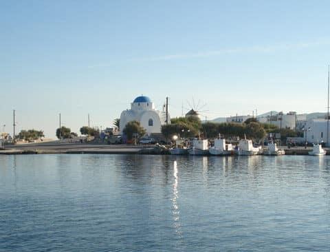 «Βουτιά» θανάτου αυτοκινήτου στο λιμάνι της Αντιπάρου. Τρεις νεκροί…