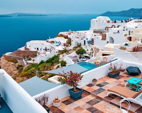 Πώς θα σταθεί και πάλι ο τουρισμός στα πόδια του και πάλι...