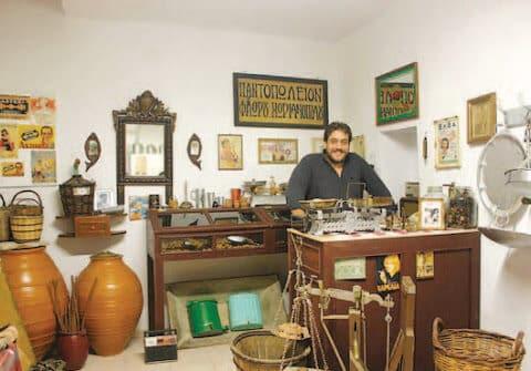 Ο Φλώριος Χωριανόπουλος μιλά και μας ξεναγεί στο Λαογραφικό του Μουσείο στον Καλόξυλο