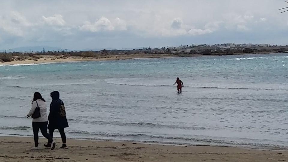 Ένας ατρόμητος χειμερινός κολυμβητής