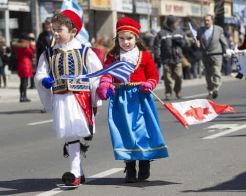 Ρούλα Μπράουν: Χρόνια πολλά στη Ελλάδα μας και Χρόνια πολλά στη Νάξο μας!