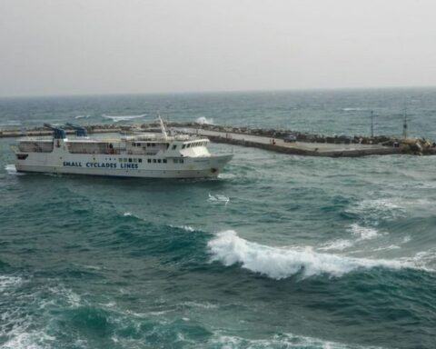 Να επιδοτηθεί η ακτοπλοϊκή διασύνδεση Χώρας Νάξου – Πίσω Λιβάδι Πάρου