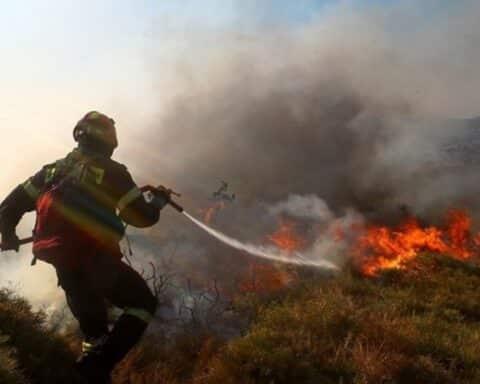 """Στις 20:00, σήμερα: Φωτιά στην Νάξο και συγκεκριμένα πάνω από το μαρμαράδικο """"Γκούφα"""" - Υπό έλεγχο η όλη κατάσταση..."""