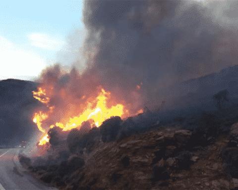 Φωτιά στην Ανδρο... Εκκενώθηκαν χωριά
