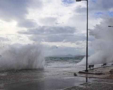 Θυελλώδης νοτιάδες 8-9 μποφόρ πνέουν στο νότιο Αιγαίο
