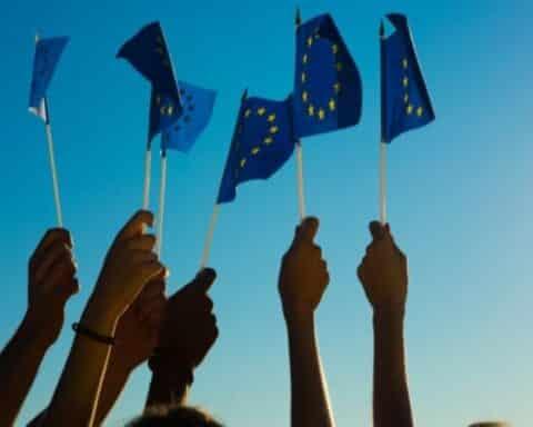 Μας καλούν να γίνουμε Ευρωπαίοι, χωρίς όμως να είμαστε Έλληνες...