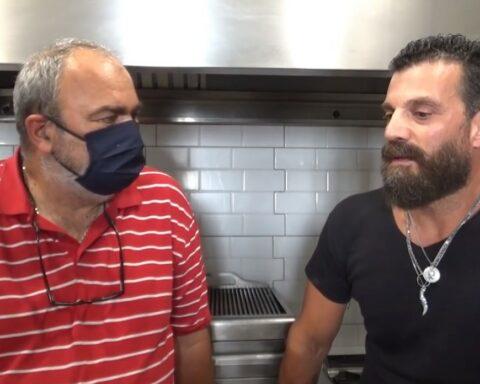 O Γιώργος Κουρμπέλης, executve chef μεγάλων ξενοδοχειακών συγκροτημάτων της Νάξου, μιλάει για γαστρονομία και άλλα πολλά