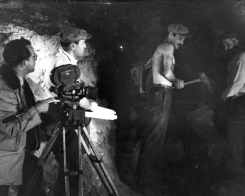 """""""Μαύρη Γη"""": Η αγνωστη βραβευμένη ταινία του 1952 γυρισμένη εξ ολοκλήρου στην Απέιρανθο"""
