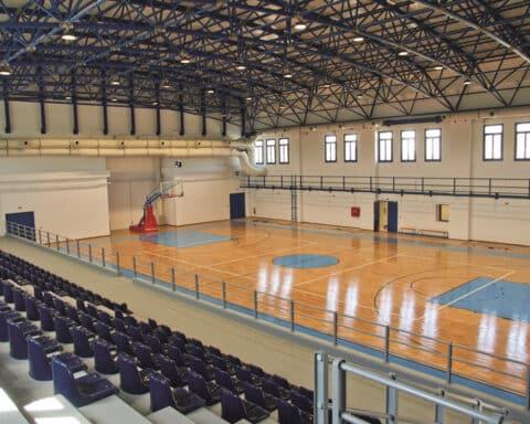 Ο διαγωνισμός και η επισκευή γηπέδων καλαθοσφαίρισης – πετοσφαίρισης περιοχής Λάκκας, Χώρας Μυκόνου