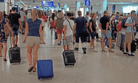 Αεροπορική σύνδεση της Ρόδου με το Άμπου Ντάμπι για πρώτη φορά στο νησί - Ο Ιούνιος ξεκίνησε με 40.000 επισκέπτες μέσω 360 διεθνών πτήσεων για τα νησιά του Ν. Αιγαίου