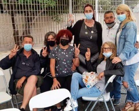 Η πρώτη Ελληνίδα νοσηλεύτρια, Έφη Καμπισιούλη, που έκανε το εμβόλιο για τον κορωνοϊό, παρέα με Ναξιώτες που έχουν ήδη εμβολιαστεί...