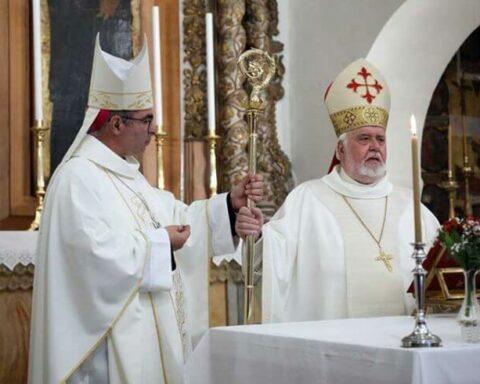 Η ενθρόνιση του νέου Καθολικού Αρχιεπισκόπου Νάξου-Τήνου π. Ιωσήφ παρουσία του Μητροπολίτη Παροναξίας