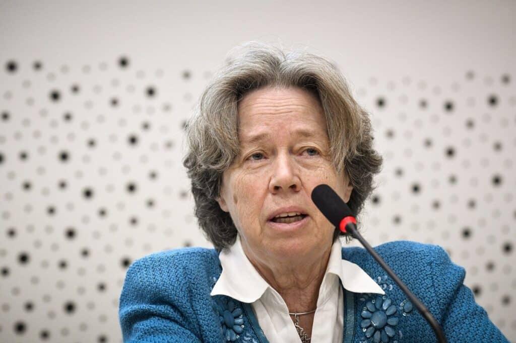 «Βόμβα» Λινού: «Υπάρχει και άλλο εμβόλιο με τις παρενέργειες του AstraZeneca στις γυναίκες»