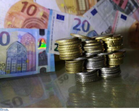 Τουρισμός: Αποζημίωση 534 ευρώ στους εποχικά εργαζομένους υποχρεωτικής επαναπρόσληψης για Μάιο-Ιούνιο