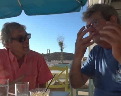 """Ο """"στιχουργός του Αιγαίου"""", Θανάσης Περιστεράκης, σε μια εξομολόγηση καρδιάς, στην σκιά της Πορτάρας... (VIDEO)"""