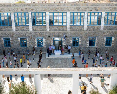 Ειρήνη Σάλτη: Μικρό αφιέρωμα καρδιάς στο 1ο Γυμνάσιο Χώρας Νάξου, με αφορμή τα 100 χρόνια από την ίδρυσή του.