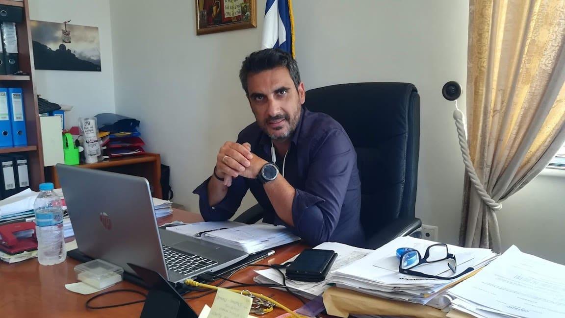 """Νάξος - Βαγγ. Κατσαράς, αντιδήμαρχος: """"Θα υπάρξουν εξελίξεις. Εμείς, ήμασταν από τους πρώτους που ως δήμος είπαμε να βρεθεί χώρος για νέο λιμάνι κάπου αλλού..."""" (video)"""