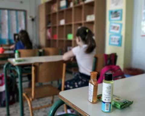 Σχολεία: Πάνω από 700 κρούσματα κορωνοϊού με το «καλημέρα»