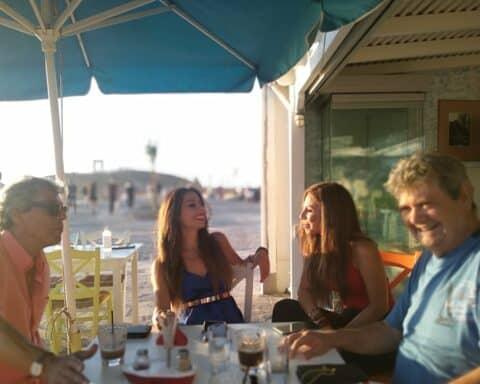 Το νησιώτικο τραγούδι στο προσκήνιο! - Ο Θ. Περιστεράκης και οι αδελφές Σ. και Μ. Κιοσκέρογλου μιλούν για την συνεργασία τους