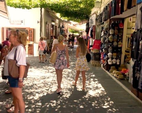 Στο 85% η τουριστική ανάκαμψη στο Νότιο Αιγαίο για τον Σεπτέμβριο - Δυναμική η εκκίνηση του Οκτωβρίου με 69.000 αφίξεις μόνο το πρώτο τριήμερο