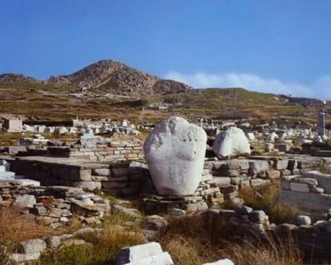Ανακαλύφθηκαν τα λατομεία μαρμάρου από όπου προήλθε το υλικό για τον Nαξιακό Απόλλωνα της Δήλου;