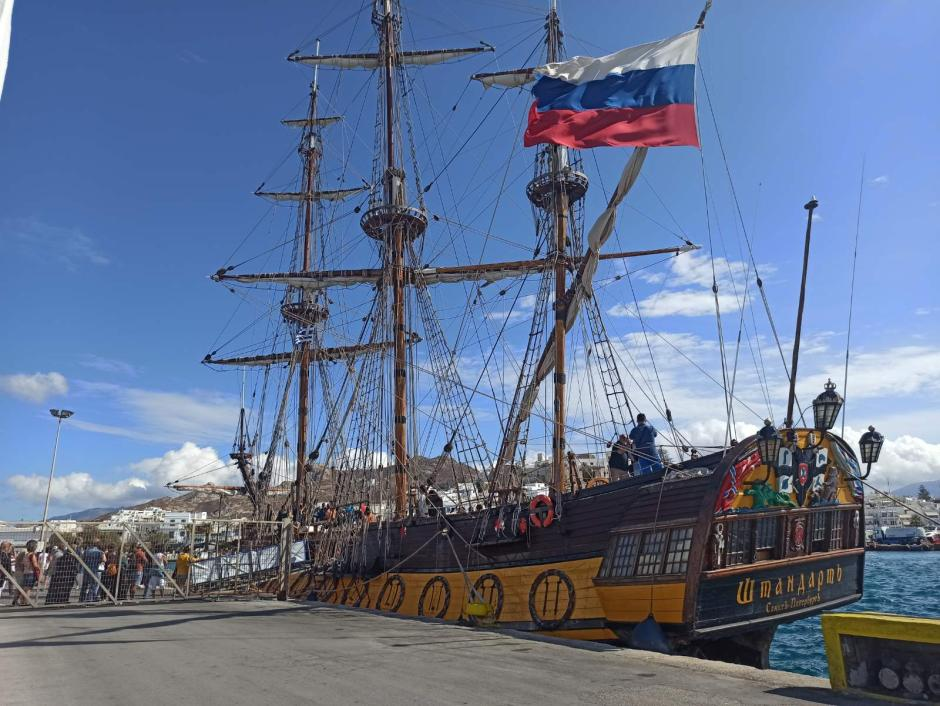 Σήμερα, στην Νάξο κατέπλευσε το Ρώσικο ιστιοφόρο (video), ακριβές αντίγραφο της φρεγάτας του Μεγάλου Πέτρου, Τσάρου της Ρωσίας